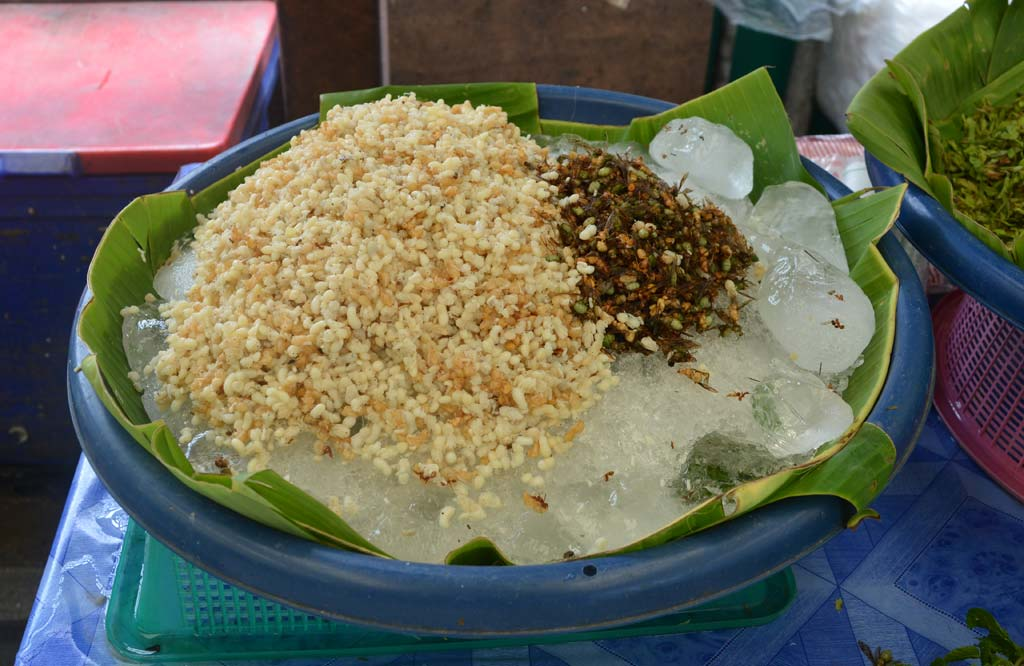 Weirdest-Bizarre-Foods-of-the-World-Ant-Eggs-Khlong-Tooie-Market-Bangkok